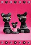Drei gestreifte Katzen auf rosa